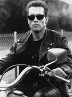 Arnold Schwarzenegger - Arnold Schwarzenegger Riding a Bike in Black Leather Jacket