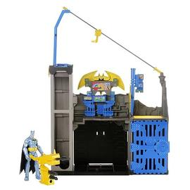 Batman - Power Attack Blast and Battle Bat Cave Playset