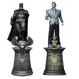 Batman - and Joker Chess Piece 2-Pack with Collector Magazine