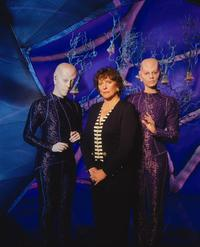 Earth: Final Conflict - 8 x 10 Color Photo #5