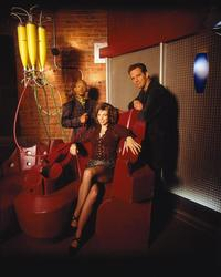 Earth: Final Conflict - 8 x 10 Color Photo #15