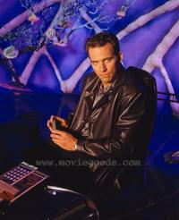 Earth: Final Conflict - 8 x 10 Color Photo #21