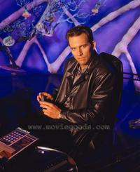 Earth: Final Conflict - 8 x 10 Color Photo #22
