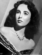 Elizabeth Taylor - Elizabeth Taylor Classic Posed in Close-up Portrait