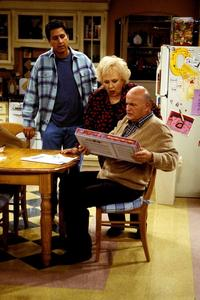 Everybody Loves Raymond (TV) - 8 x 10 Color Photo #038