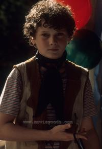 Hearts in Atlantis - 8 x 10 Color Photo #5