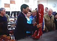 Kinky Boots - 8 x 10 Color Photo #9
