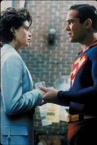 Lois and Clark: The New Adventures of Superman - 8 x 10 Color Photo #25