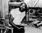 Marvin Gaye - Marvin Gaye sitting Portrait