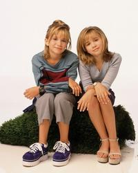 Mary-Kate and Ashley Olsen - 8 x 10 Color Photo #79
