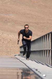 Quantum of Solace - 8 x 10 Color Photo #8