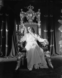 Queen Christina - 8 x 10 B&W Photo #6