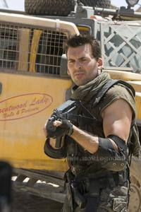 Resident Evil: Extinction - 8 x 10 Color Photo #16