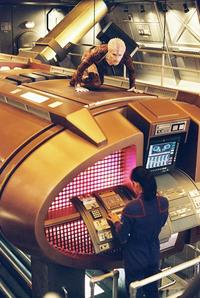 Star Trek: Enterprise - 8 x 10 Color Photo #40
