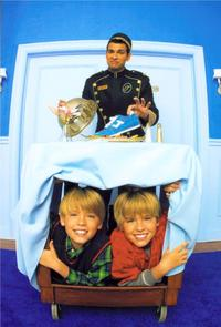 The Suite Life of Zack and Cody - 8 x 10 Color Photo #13