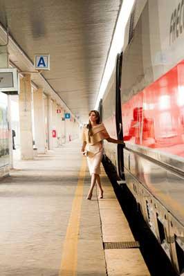 The Tourist - 8 x 10 Color Photo #27