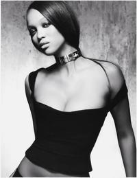 The Tyra Banks Show - 8 x 10 Color Photo #14
