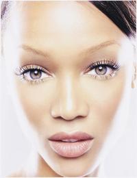 The Tyra Banks Show - 8 x 10 Color Photo #15