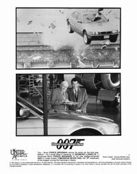Tomorrow Never Dies - 8 x 10 B&W Photo #12