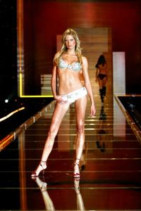 Victoria's Secret Fashion Show - 8 x 10 Color Photo #2