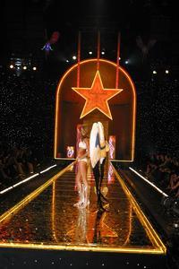Victoria's Secret Fashion Show - 8 x 10 Color Photo #8