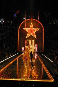 Victoria's Secret Fashion Show - 8 x 10 Color Photo #9