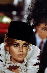 Raquel Welch - 8 x 10 Color Photo #21
