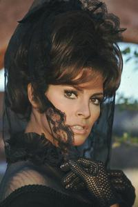 Raquel Welch - 8 x 10 Color Photo #26