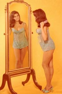 Raquel Welch - 8 x 10 Color Photo #30