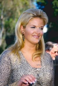 Trisha Yearwood - 8 x 10 Color Photo #1